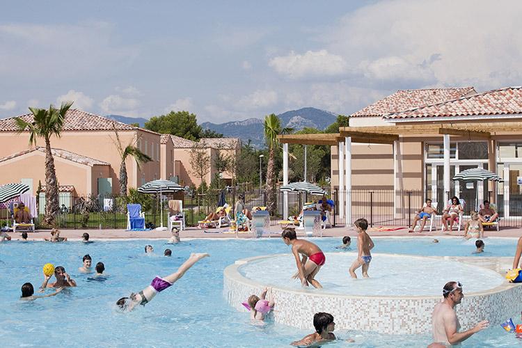 Piscine séjour vacances d'été à Aubignan