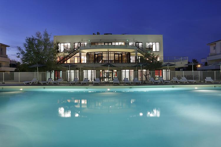 Résidence Partenaire Le Grau du Roi, Cap Med***, piscine