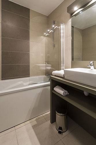 Résidence club mmv Pont du Gard, Le Pont du Gard, Gard, salle de bain