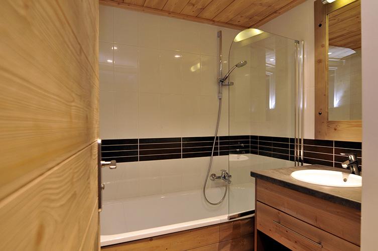 Salle de bain douche italienne ou baignoire résidence Risoul