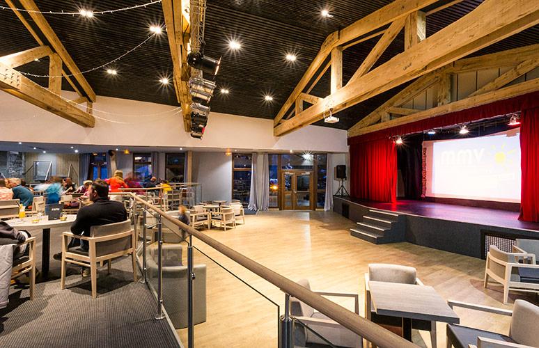 Hotel Club Tignes salle spectacle