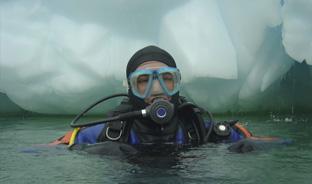 Original : un baptême de plongée… sous glace, à Tignes !