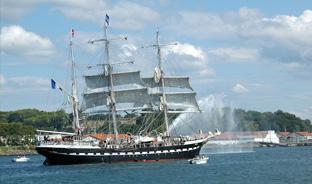 Un voilier mythique dans le port de Bayonne !