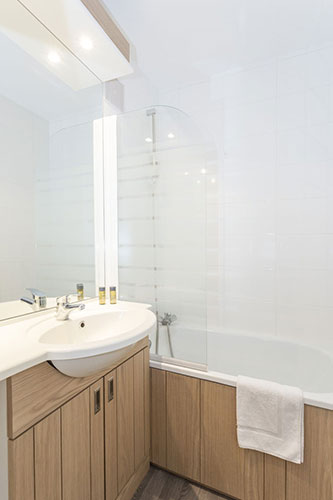 mmv Hotel Club Alpe Huez , les Bergers, French Alps, Isère , Bathroom