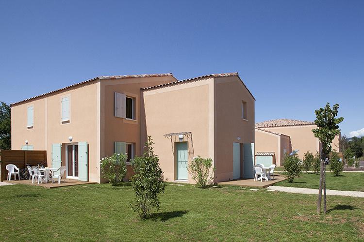 Residence Club mmv Aubignan Les Demeures du Ventoux, Provence, houses