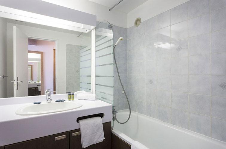 mmv Hotel Club Les 2 Alpes, Le panorama, Les deux Alpes, Isère, French Alps, bathroom