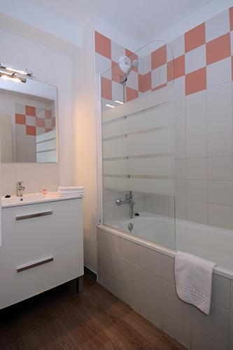 Salle de bain : Hébergement Les Angles