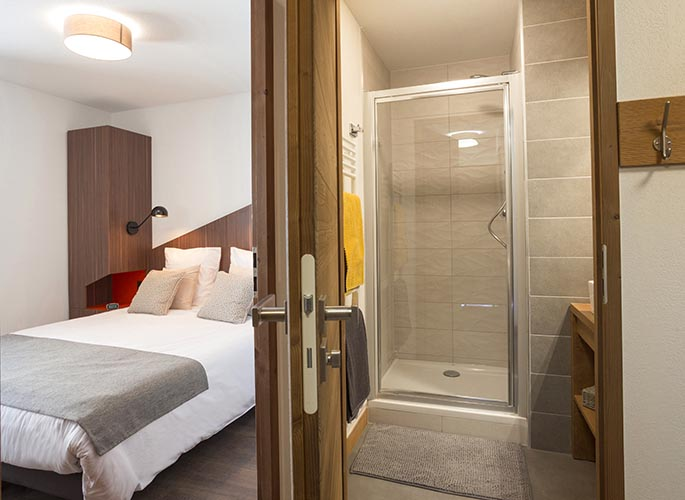 room bed les saisies