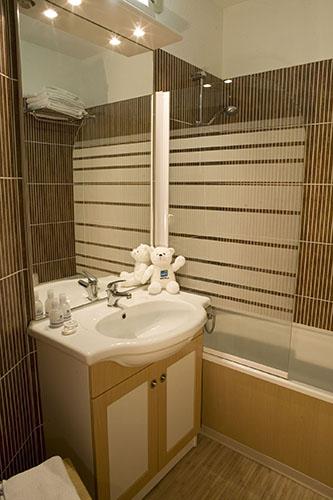 mmv hotel club Plagne Montalbert, les sittelles, Savoie, French Alps, bathroom